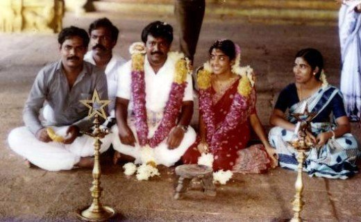 V. Prabhakaran marriage with Mathivathani at Thiruporur Murugan Temple.See the bride gleefully looking at groom while meddling with toe ring... they must have had a blissful married life.