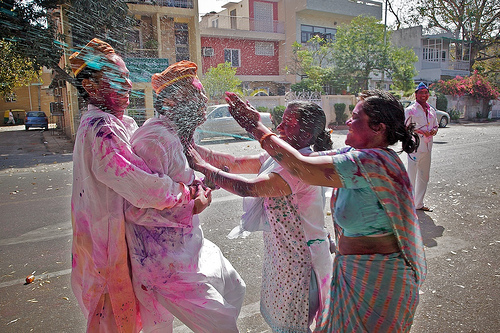 The women attack the men on holi with coloured water.