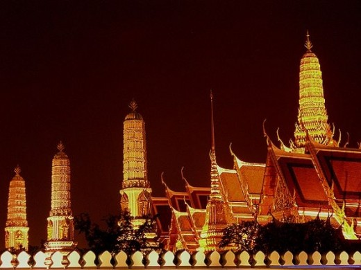 Wat Pra Kaew at night