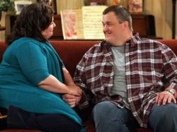 Billy Gardell as Officer Mike Biggs and Melissa McCarthy as Molly Flynn  in Mike & Molly