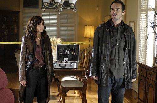 Valerie Cruz as Lt. Connie Murphy and Paul Blackthorne as Harry Dresden in The Dresden Files