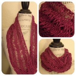 This free cowl knitting pattern may be worn looped once or twice around the neck.