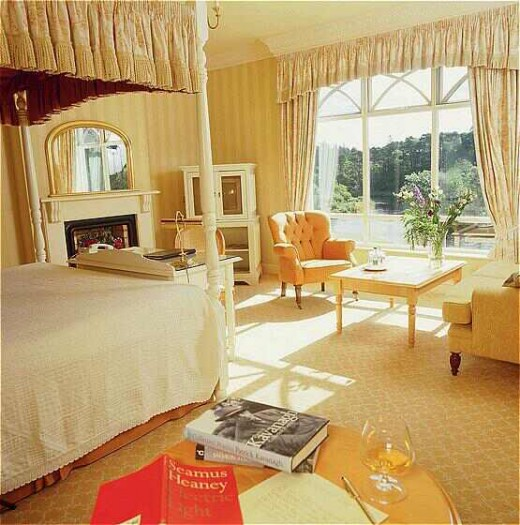 Ballynahinch Suite: Light, beautiful, loving the feel of it. I can defiitely see myself sitting on that chair and looking out at the gorgeous view with a coffee or hot chocolate :) - booked.net