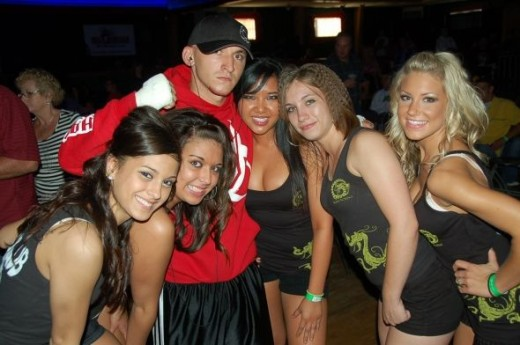 Chris Perez poses with the mma girls from Kamodo Klub.