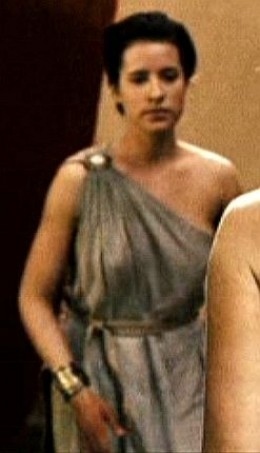 Spartan woman with one-shouldered dress joined at the shoulder with a clasp, and with a belt.