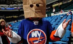 Hockey_player_bag_over_head