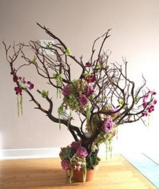 Wonderful 'Tall; arrangement which also has detail around the base. Picture from Kellan Studios