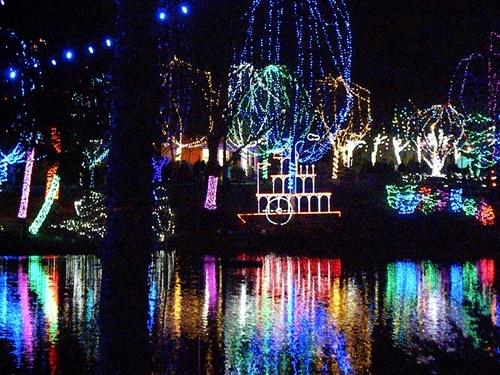 Christmas lights on the Lake at the Columbus Zoo