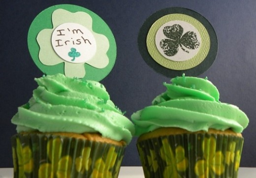 St. patrick's Day button cupcakes