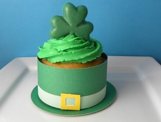 Leprechaun hat cupcake wrapper