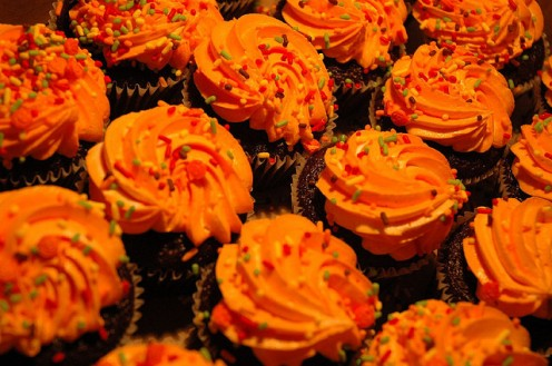 Orange Frosting Instantly Makes Cupcakes Halloween-Worthy