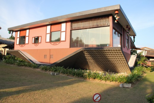The Up-Side-Down residence. Imagine if you are the tenant!