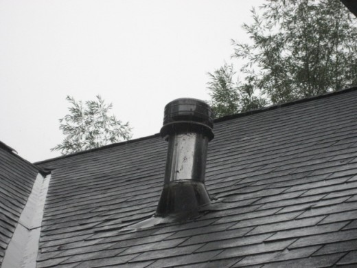 Metal chimney is required to be a minimum of 3 feet high and extend 2 feet above any structure within 10 feet.