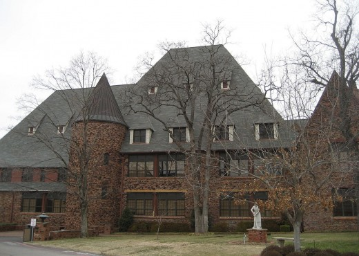 The House Of Night campus is in fact the real life campus of Cascia Hall in Tulsa.