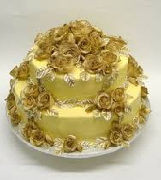 50th marriage anniversary-Cake decoration should have rich golden colours!
