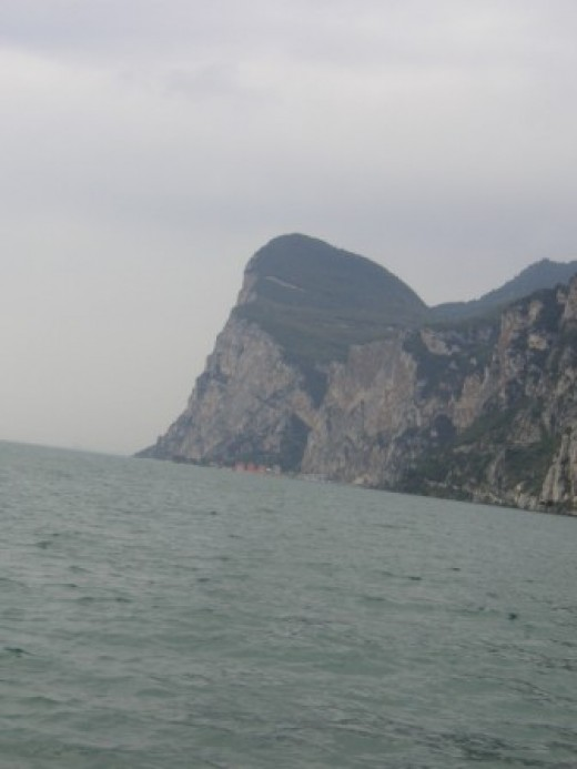This clifftop is the »neighbor cliff« of my vacation domicile Casa Croce.