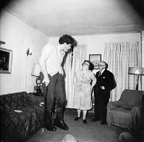 Diane Arbus: The Giant  The Freakish Made Normal