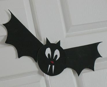 Paper Plate Halloween Bat & 33 Wicked Halloween Bat Crafts | FeltMagnet