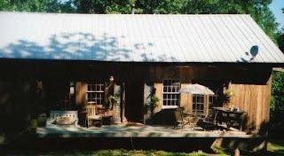 Looneyville House