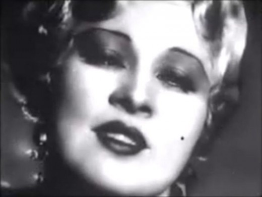 Screenshot of Mae West from the trailer for the film I'm No Angel