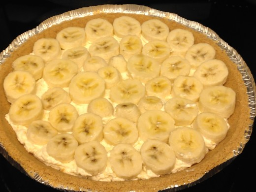 Arrange banana slices on top of cream cheese and pineapple mixture