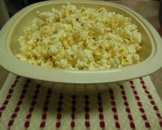 Popcorn Popped Oil-free in Microwave.