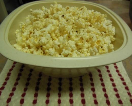 Popcorn Popped Oil-free in Microwave.