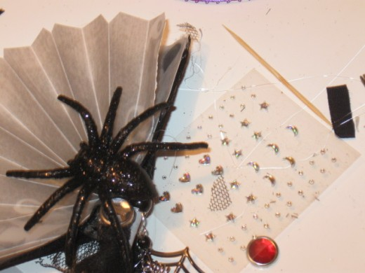 Trick for making the eyes on spiders for hair spikes