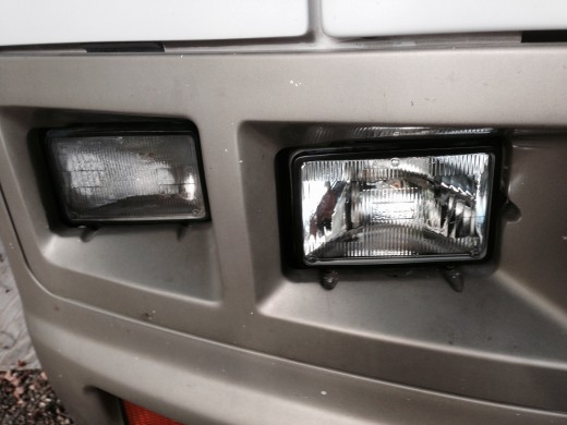 Winnebago Headlights, with a bad light on the left side. Figuring out that the headlight was bad was not a problem. I looked and this Sealed Beam headlight had water standing in it.