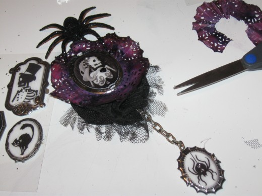 Gothic hair piece craft project, Lolita cameo with chained spider barrette