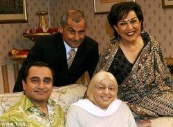 Family from The Kumars at No. 42