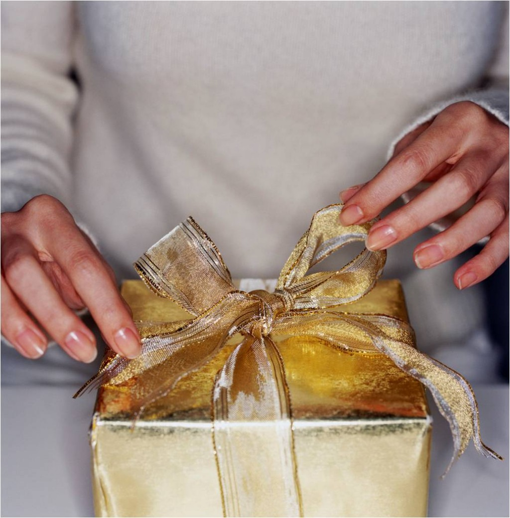 How to Organize a Christmas Gift Exchange at Work | Holidappy