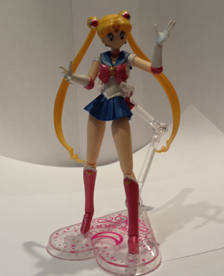 Sailor Moon Figuarts posing.