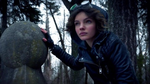Camren Bicondova as a teenage Catwoman. She mysteriously perches on the outer wall of Wayne Manner at the pilot's conclusion.