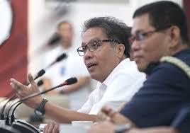 Interior and Local Government Secretary Mar Roxas in conference with the National Police.