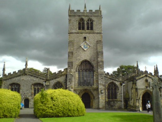 Kendal Parish Church is a Grade 1 listed Parish Church and is dedicated to the Holy Trinity.  Built on the site of an old Saxon church, the current building features a central aisle that goes back over 800 years.