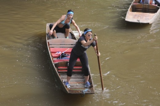 Kym & Alli punting in Oxford.
