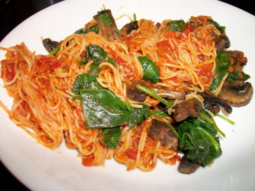 Vermicelli with sauteed spinach and mushrooms