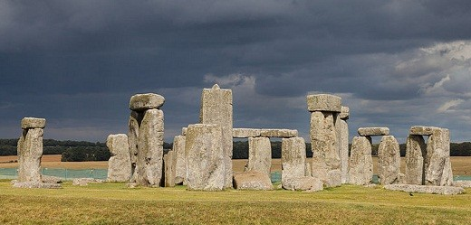 A dramatic picture of Stonehenge with storm clouds overhead