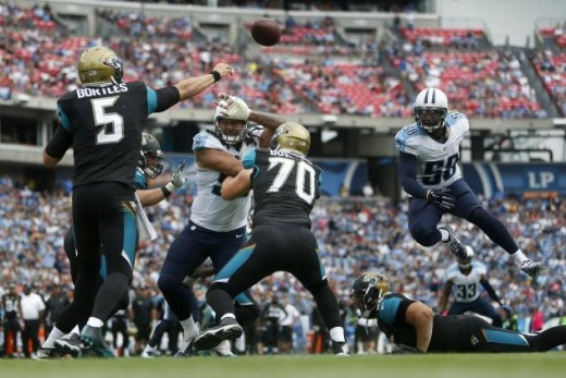 Blake Bortles throwing the ball against the Tennessee defense