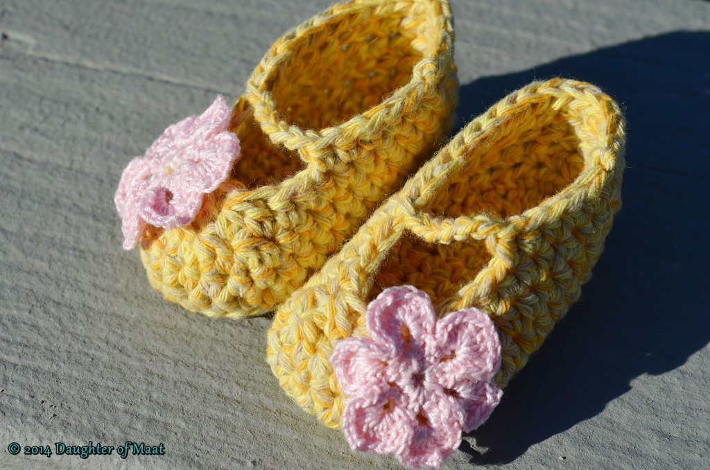Crochet Stitch Guide Dc2tog : How to Crochet Baby Booties for Beginners
