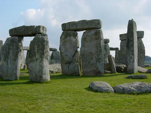 Stonehenge, http://commons.wikimedia.org/wiki/File:Stonehenge_Closeup.jpg