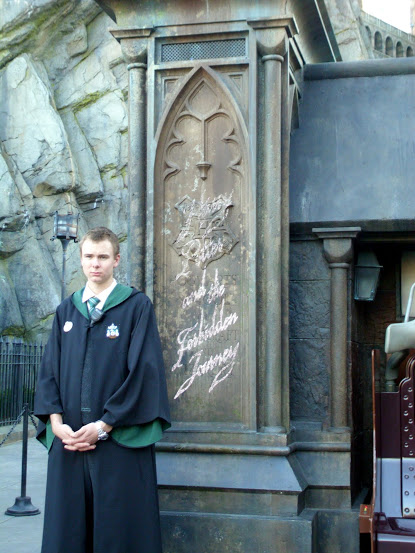 A Slytherin Prefect overseeing the lines.