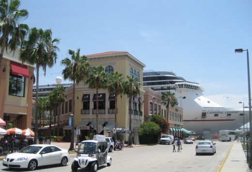 Cruise ship docks by Tampa's Channelside district. Credit: Wikimedia (GNU Free Documentation License)