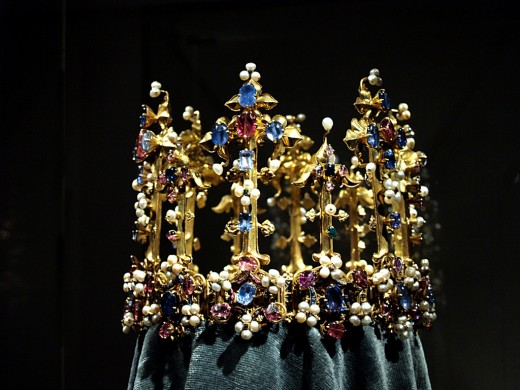 Wow, I am admiring the jewels on this crown!