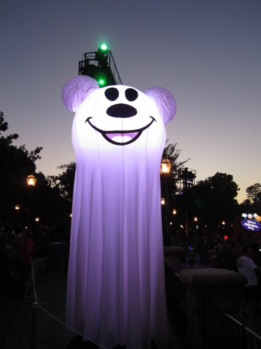 Did I mention these super cute ghosts marking all of the trick-or-treat stations?