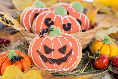 Treats and autumn foliage can create a simple but fabulous Trick or Treat Halloween theme.