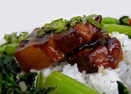 Braised pork chops and spare ribs are delicious and can be served with rice and steamed vegetables