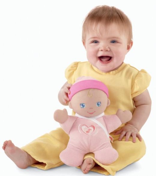 Fisher-Price Brilliant Basics Hug 'n Giggle Baby