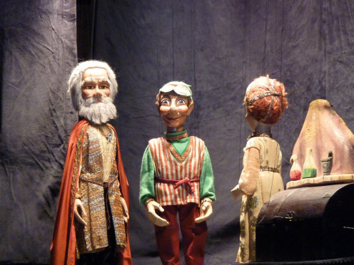 MARIONETTES THEATRE THEATRE TOY PERFORMANCE